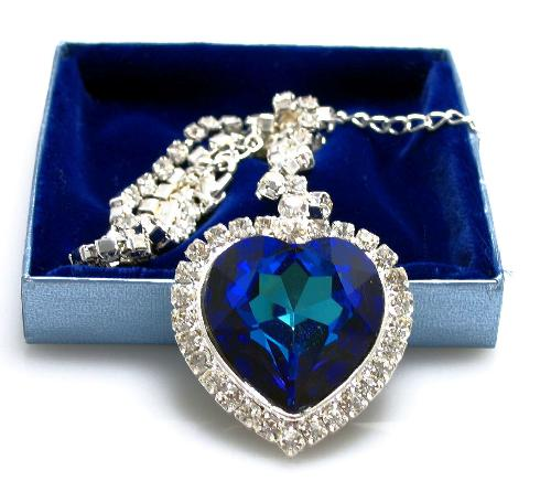 Heart-of-the-Ocean-Diamond-Necklace