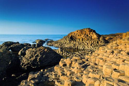 Formasi-batu-unik-Giants-Causeway-Irlandia-Utara