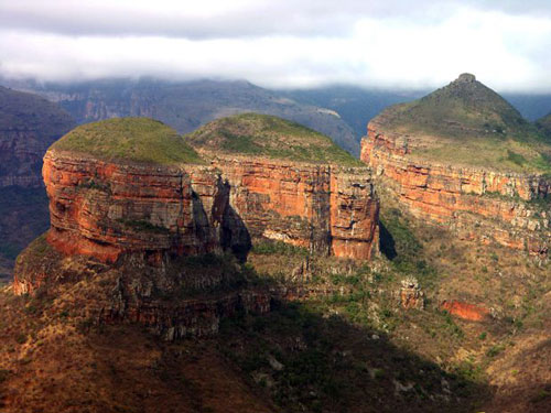 Gunung-Batu-Indah-Three-Rondavels-South-Africa