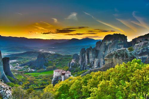Pemandangan-Batu-Bebatuan-Keren-Meteora-Yunani